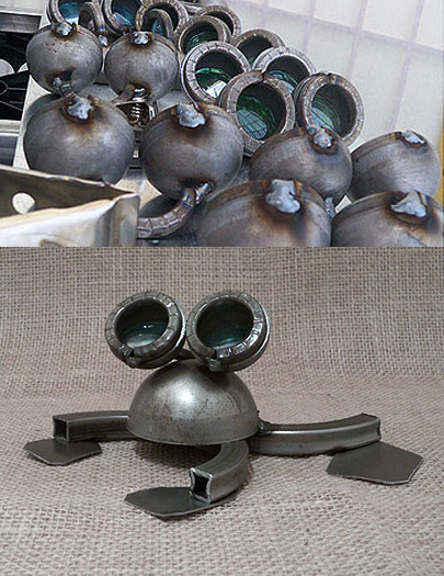 Metal Frog Sculpture